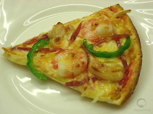 Муляж конуса пиццы с креветками и зеленым перцем
