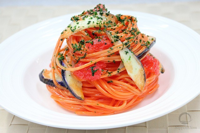 Муляж спагетти с баклажаном в томатном соусе