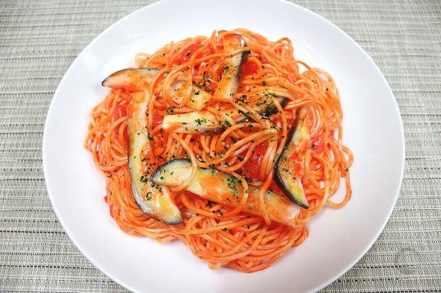 Макет спагетти с баклажаном в томатном соусе