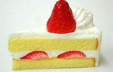 Муляж торта из песочного теста с клубникой
