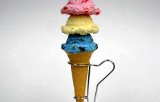 Муляж мороженого в конусе ассорти