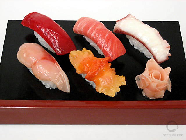 A replica of sushi set (5 pieces+ginger)
