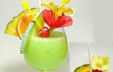 Макет тропического зеленого коктейля