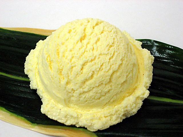 Муляж ванильного мороженого