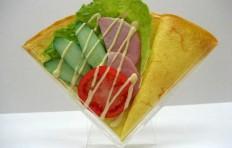Макет салата с ветчиной и овощами