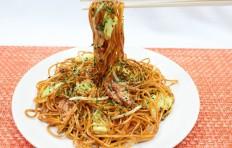 Муляж блюда «Якисоба» на палочках